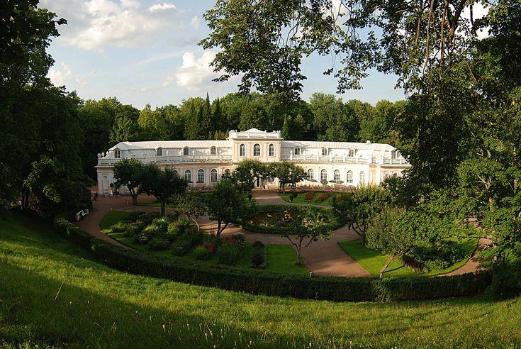 #Peterhof, #Russia #Botanic #Gardens #giardino #botanico #giardinobotanico #botanicgarden #wintergarden #winter #garden #giardinoinvernale #inverno #glass #vetro #stainessglass #vetrate #serra #greenhouse