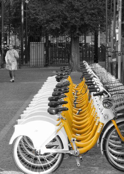 Milano  velibido...je rêve de faire un tour de France avec cette bicyclette jaune