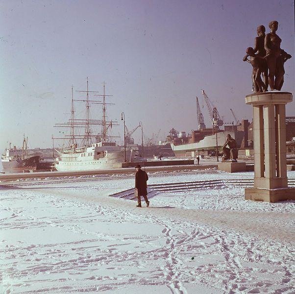 Rådhusplassen, Oslo, Norway. Winter 1962-63.  Photo: Paul A. Røstad / Owner: DEXTRA Photo