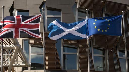 Die schottische Ministerpräsidentin Sturgeon will ihre Landsleute erneut über die Unabhängigkeit abstimmen lassen - kurz vor dem Brexit. Aber wäre die Wirtschaft stark genug? Und wie steht es um die Staatsfinanzen? Von Stephanie Pieper.