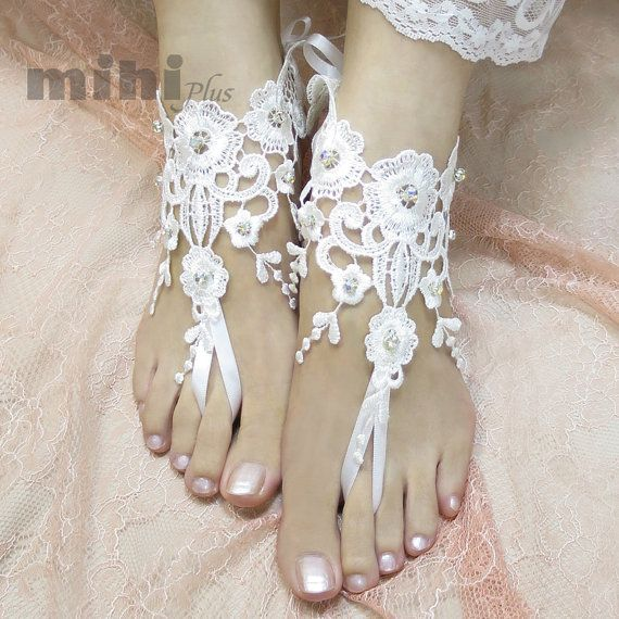 This listing is for a pair of Lace Anklet. Perfect for your wedding, prom, party or other formal occasion.  • Free size, with adjustable ribbon so it fit most hand.   ( if you worry about the size please contact us, we can custom it to fit you.) • 100% brand new. • 3-5 days to hand make lace glove :)