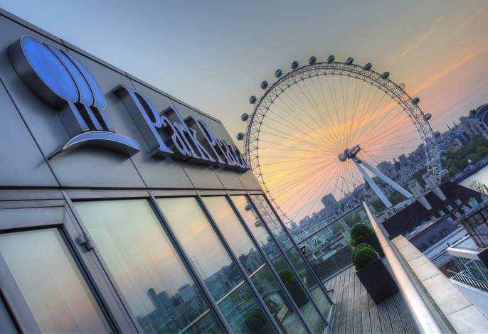 Park Plaza County Hall London mit Blick auf das London Eye - hier luxuriös Urlaub machen! #City #Städtetrip #Kurzurlaub
