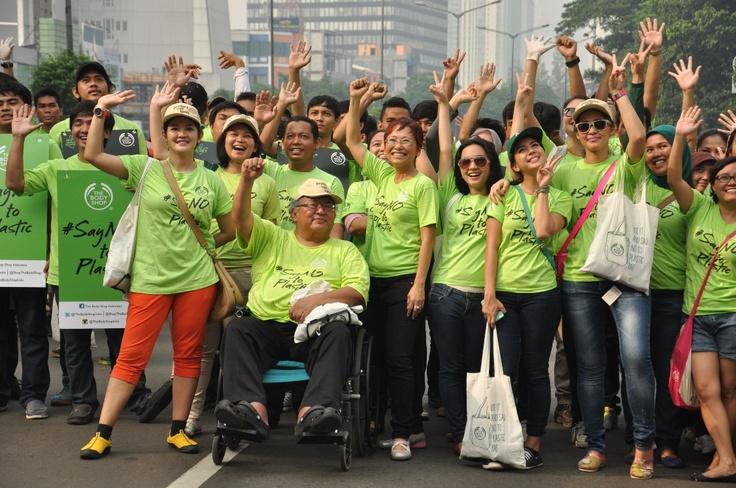 We clean Sudirman Street Jakarta, 21 April 2013