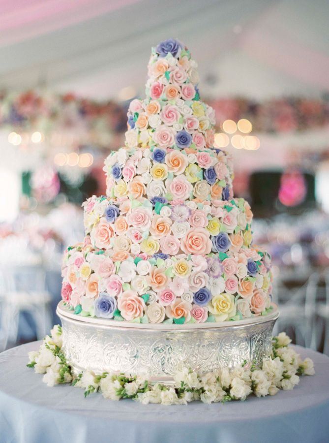 Sugar-flower covered cake: http://www.stylemepretty.com/living/2015/08/24/floral-infused-50th-birthday-celebration/ | Photography: Sarah Kate - http://sarahkatephoto.com/