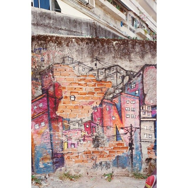 A hike through the peaceful #vidigal #favela with some cool #streetart