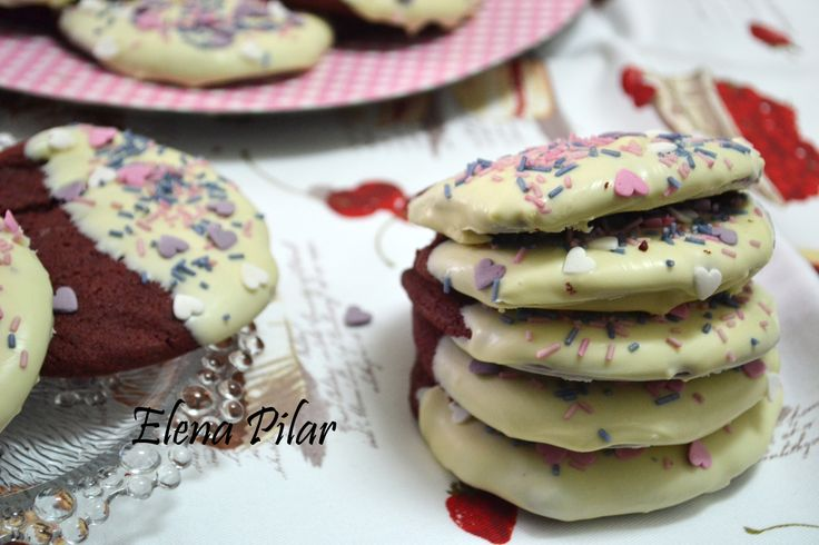 Galletas Red Velvet bañadas en chocolate blanco