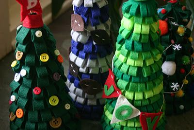 Make fun felt Christmas trees with the kids!