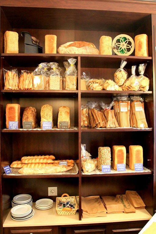 Forn Balmes panaderia artesanal en el Eixample de Barcelona. Pan artesanal y panes especiales, pastelería y desayunos en nuestra cafetería y bar.  Forn Balmes fleca artesanal a l'Eixample de Barcelona. Pa artesà i pans especials, pastisseria i esmorzars en la nostra cafeteria i bar. Forn Balmes Pa Artesà, Villarroel, 78. 08011 - Barcelona Tel.: 934 51 56 03. Horario: L - V  de 7:30–20:00, SAB. de 8–14:00 http://forn-pa-artesa-barcelona.blogspot.com.es