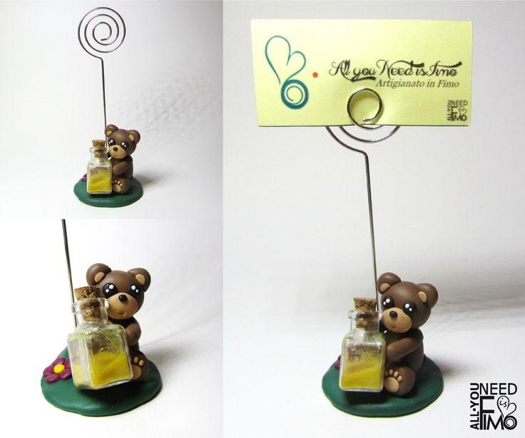 Photo and place card holder with fimo bear holding a little bottle of honey - Now in my Etsy Shop!  #fimo #polymerclay #artigianato #fattoamano #handmade #accessories #instagood #etsysellersofinstagram #epiconetsy #etsy #etsyshop #animals #orso #orsetto #bear #teddybear #photoholder #placecardholder #portafoto #segnaposto #fimoliquid #miele #honey #bonbonniere #battesimo #baptism #kawaii #sweet #cute #allyouneedisfimo
