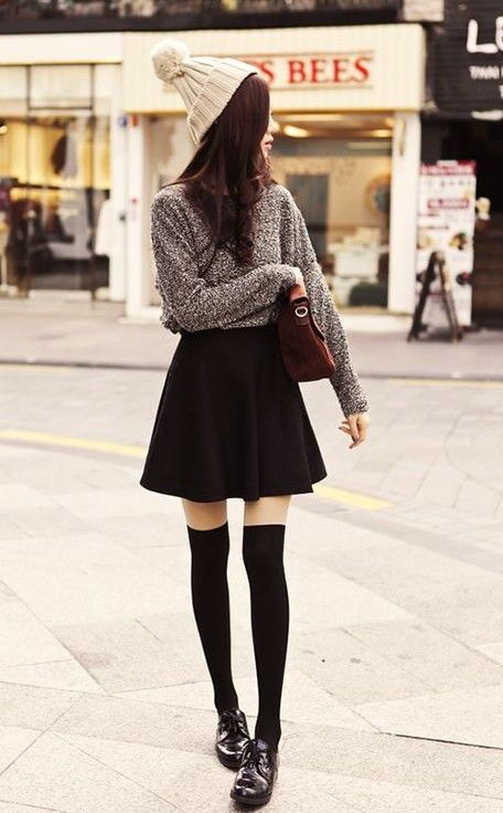 8 Ways to Wear Classic Black Skirt in Spring/Summer 1