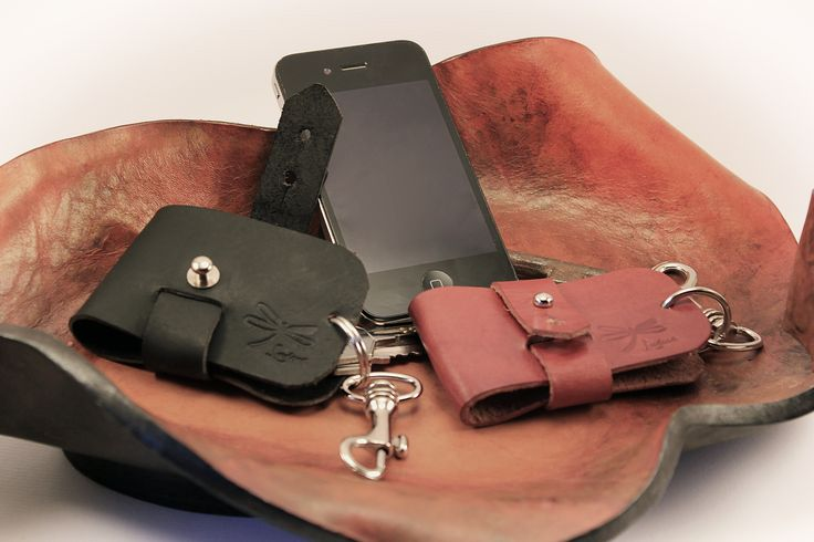 Key quality leather adjustable. keychain for men and woman.
