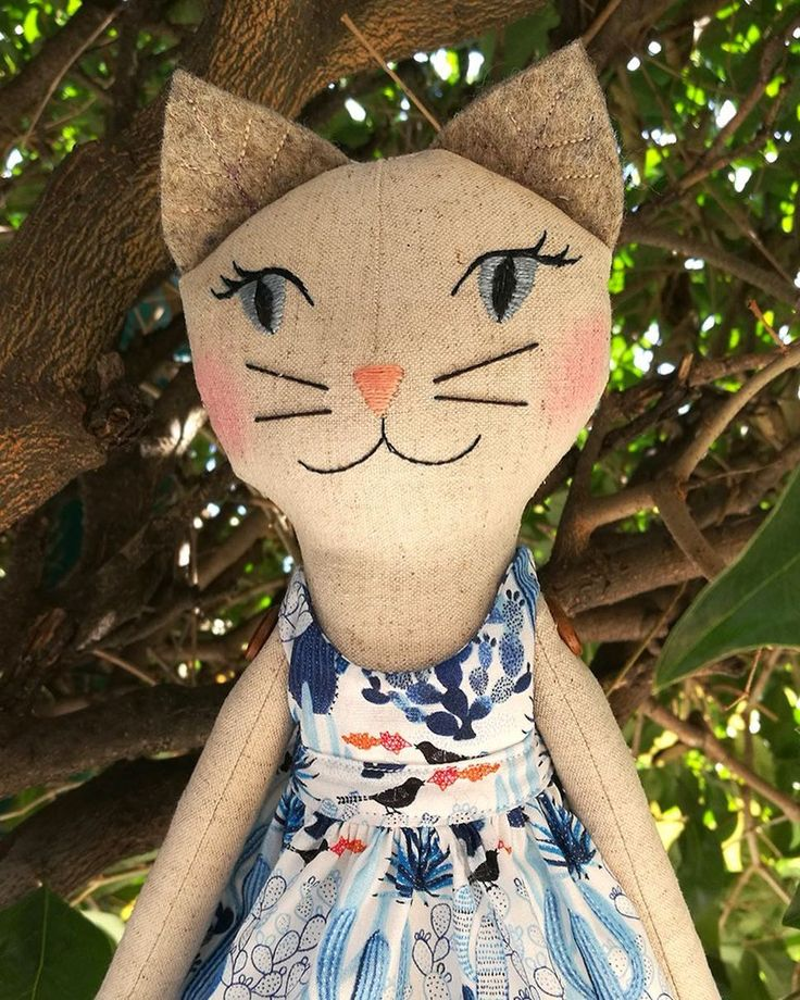 Spring is here in Mexico City! This is the Kitty Girl I am giving away (besides a Folky Girl) the original invitation is here: #filomelunapartytimeinvitation • • ¡Ya se siente la primavera! Esta es la gatulina que estoy sorteando, además de una folky girl. Chequen el tag para ver cómo ⬆️ y si necesitan traducción, píenme #filomeluna