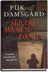 Beretningen om en af de mest spektakulære kidnapningshistorier i nyere tid, da den unge danske fotograf Daniel Rye sad som gidsel i 398 dage hos terrororganisationen Islamisk Stat i Syrien sammen med 23 andre udlændinge.