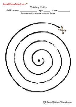 Cutting Shapes Cutting Spiral En spiraal knippen wordt een mooie hanger voor in de kerstboom! Neem glanzend pakpapier en een watervast stift.