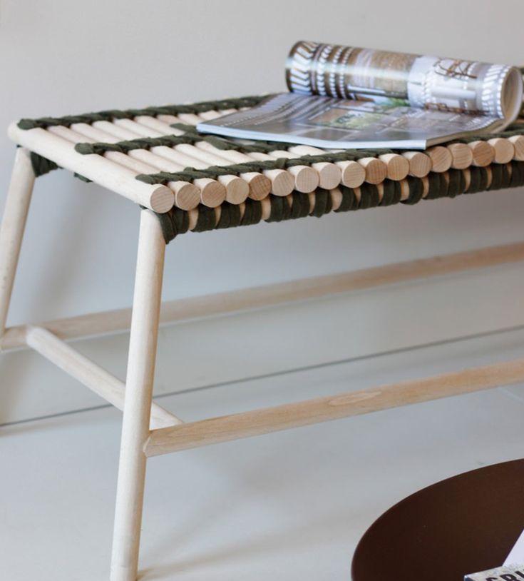 Anja Clerc designer française nous présente Adélaïde, une banquette bois et feutre pour en partenariat avec la maison d'édition lyonnaise Metylos.