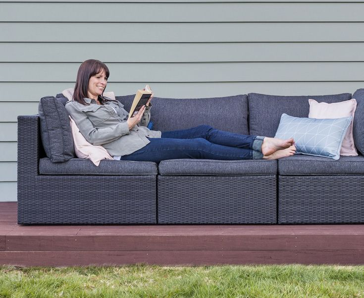 If you're planning to build a new home, think about how you like to spend your time. Leonie and Phil used Linea Weatherboard from James Hardie because it's resistant to cracking and warping, extending the time before they need to repaint it. That saves them cost and gives them more precious time to relax and enjoy a great Kiwi summer!  #jameshardie #hardiehomes #homeinspiration  #outdoorliving #linea #moderndesign #exteriordesign #bringingitalltogether #designbuildersnz