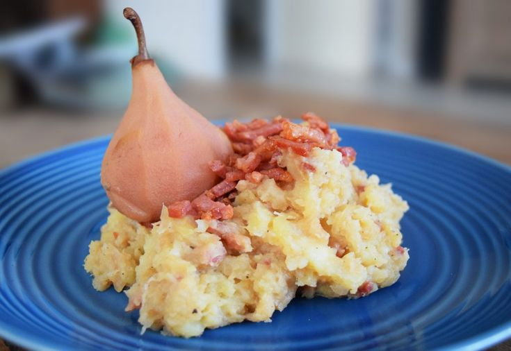 Kapkool is een urker stamppot gemaakt van ui, witte kool en stoofpeertjes. Urker gerechten typeren zich door heel stevig en vullend te zijn. Vroeger was Urk een arm eiland waar ze weinig middelen t…