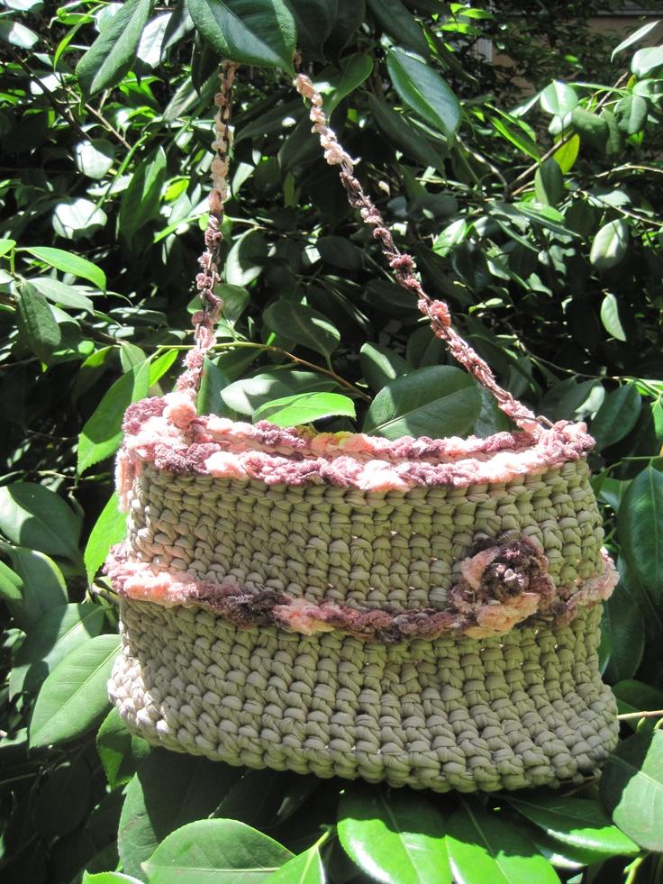 Bella e capiente la borsa color sabbia!!