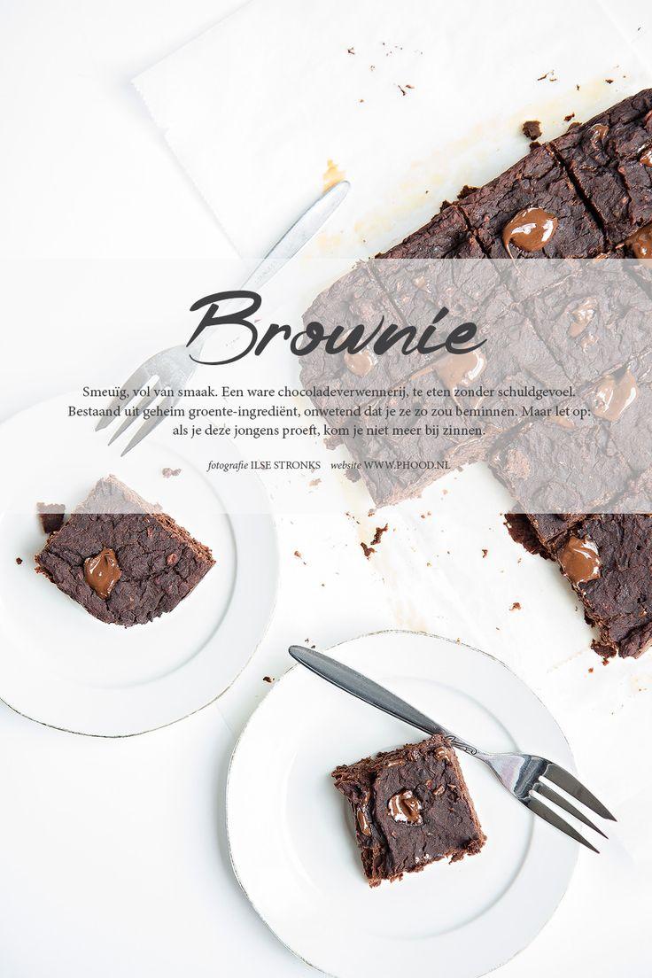 GEZONDE VARIANT: BROWNIE. Ook een echte chocoladeliefhebber en zo'n zin in brownies? Deze gezonde variant bevat geen boter, geen suiker, en maar een héél klein beetje chocolade. Benieuwd wat het geheime ingrediënt is? Kijk snel verder!