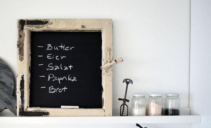 DIY: Ein Tafelboard aus einem alten Fensterrahmen. Coole Idee zum Nachmachen