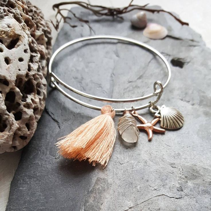 This boho bangle is the perfect accessory for Summer vacation. A romantic and earthy piece, made in Ireland. I created this piece to connect you to the power of the sea. I know that so many people, like me, feel the call of the waves and the salty breeze in their soul. My aim is to bring a little