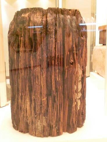 ♥ old wooden piller of the holy Ka aba.