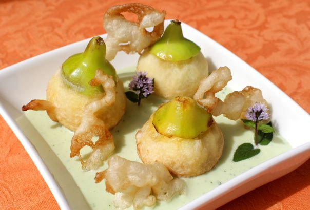 Higos en tempura con sopa fría de requeson y menta - Tempura figs with mint and cottage cheese cold soup