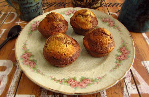 Vanilla and chocolate muffins