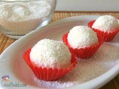 Praline cocco e ricotta Le praline cocco e ricotta sono una vera squisitezza, un piccolo dolcino che si prepara molto velocemente e che sono una chicca per