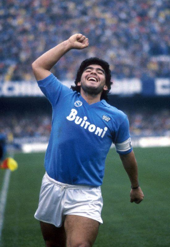 1987. Diego Armando Maradona.  La felicidad del Diez. Idolo eterno en Nápoli. #ReyDeNápoles #ForzaNapoliSempre #D10S #Legend #Leyenda