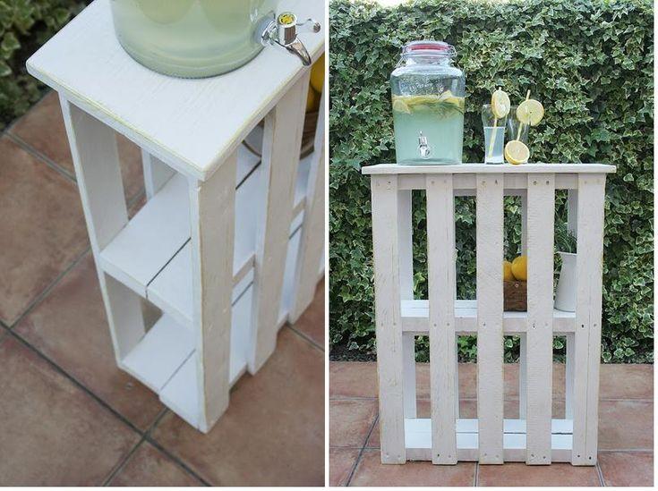 Una cómoda barra para el jardín hecha con palets