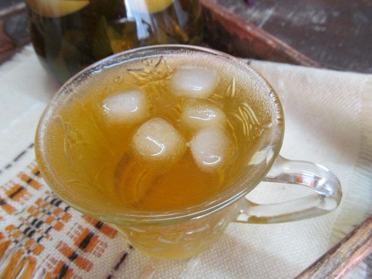 Зеленый чай, яблоко, черная смородина, мята, базилик, мед или сахар.