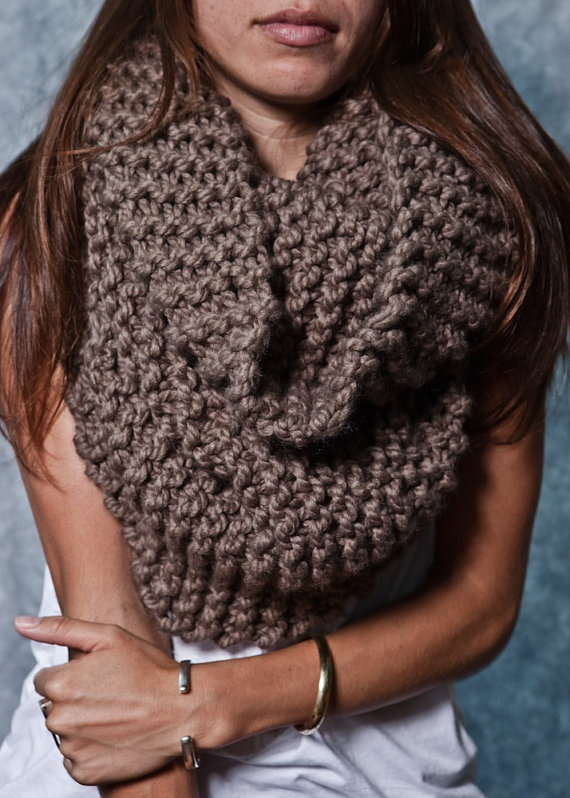 LOOOOVE this cowl neck scarf!!