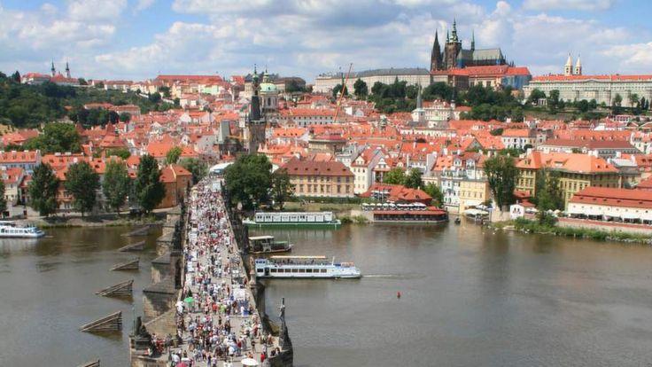 Prag - njut av shopping och sevärdheter i Tjeckiens huvudstad. Billigt, lugnt och gemytligt och lämpar sig fantastiskt för en romantisk weekend.