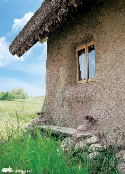 Domy ze słomy // fot. Mariusz Purta, corbis/fotochannels, materiały prasowe http://www.werandacountry.pl/domy/16164-domy-ze-slomy #piękne #domy #projekty #ogrody #architektura #design #sielskie #życie #country #wnętrzarski #magazyn #dom #rezydencje #mieszkania #willa #zdjęcia #home #pic  #modern #photos #project #house #development #residence #diggings #vorlage #casa #arquitectura # будинок # дизайн #projeto