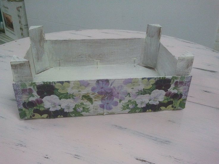 Caja de fresas ( técnica decoupage ).