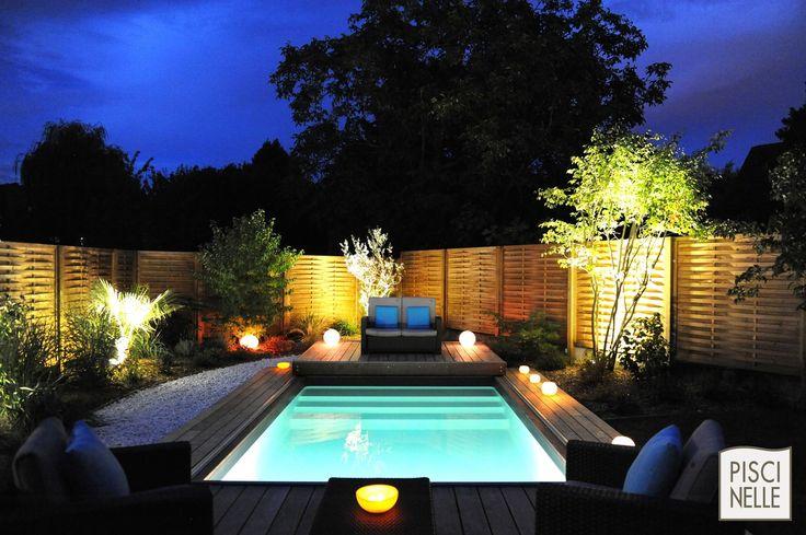 """Petite piscine et sa terrasse mobile ouverte, cette Piscinelle a été désignée Trophée d'Argent dans la catégorie """"piscine de nuit""""."""