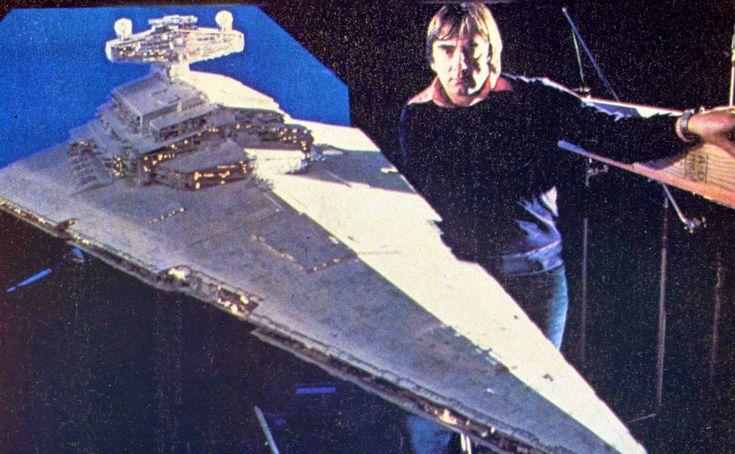 17 декабря вышла седьмая часть космической во всех смыслах саги «Звездные войны». Во многом именно с этого фильма началась современная история спецэффектов. Вспоминаем славную истор