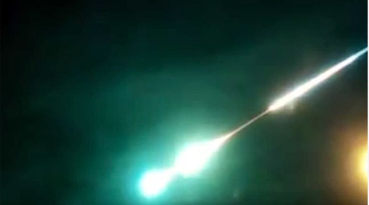 A huge fireball has been spotted in the skies over the Russian city of Chita near the border with China. An unidentified flying object, most probably a meteor, made three extra bright flashes before burning out, according to eyewitness accounts.