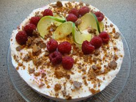 Baking of...: Mascarpone-juustokakku vadelmilla, limellä ja Daimilla