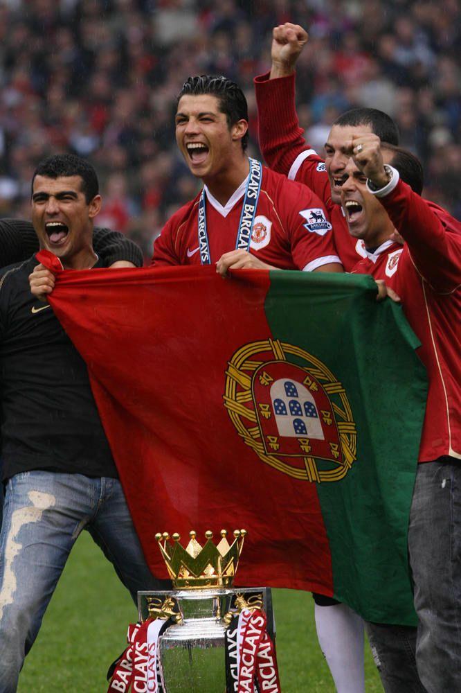 Ronaldo celebrates winning the league in 2007