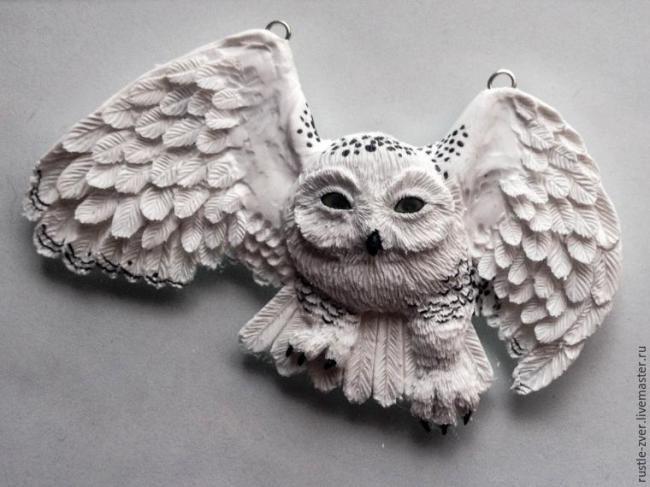 Кулон «Белая полярная сова» из полимерной глины