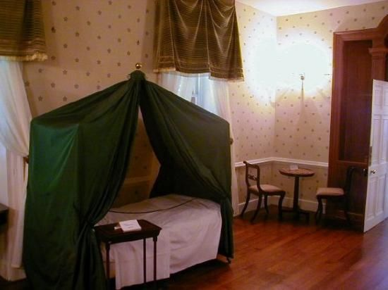 Napoleon 39 s bedroom in exile longwood house on the island for Longwood house