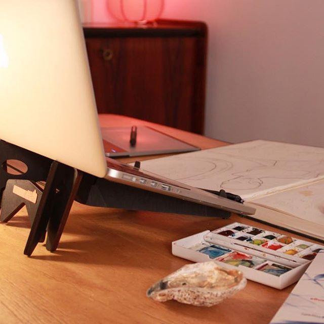 KOLIBRI laptop & tablet stand: http://cremacaffedesign.com/kolibri/  #cremacaffedesign #kolibristand #laptopstand #tabletstand #studiolife #design
