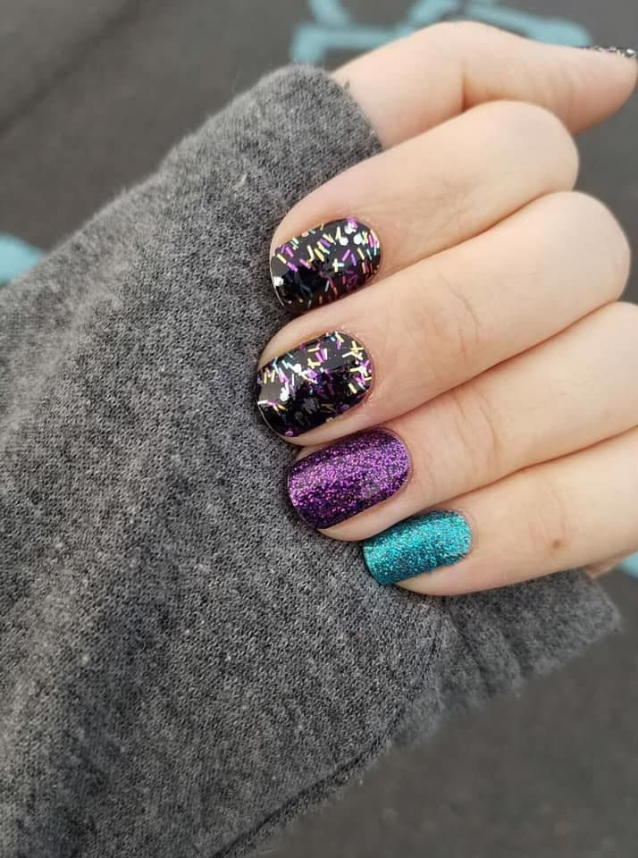 Loving This New Years Mani Ready Set Confetti With Accents Of Ibiza Nights And Blue Lagoon Doubled Color Stre Color Street Nails Summer Nails Purple Nails