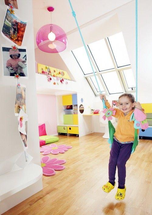 Svítidlo Fly v dětském pokojíčku v dejvickém bytě, jehož interiér navrhlo studio Merrygorando.