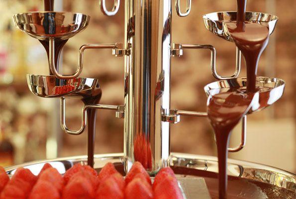 """Das Pendant zu unserem TOP-Seller """"CF Premium""""! Der Profi-Gastro Schokoladenbrunnen """"CF Banquet"""" von VinChoc: Ideal für Confiserien, Coffee Houses, Hotels, Restaurants und Caterer. #vinchoc #schokoladenbrunnen #schokobrunnen #chocolatefountain #fuentedechocolate #cfbanquet"""