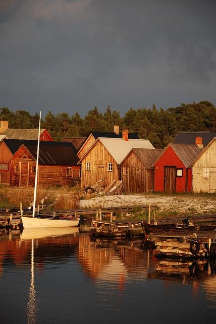 Gotland, Sweden. Kvällsljus by Flyfiction, via Flickr