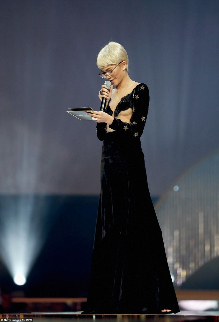 Who's that girl? Zendaya modelled a black wig as she presented British Designer of the Year Womenswear