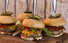 Recipe thumb akis petretzikis burger